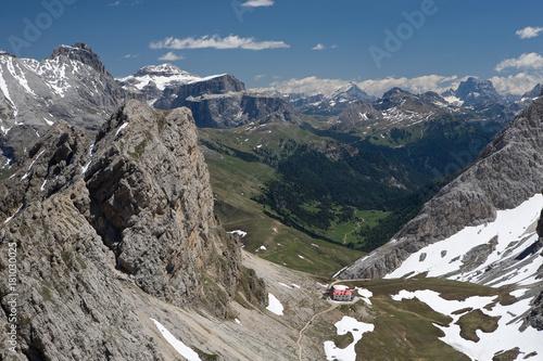 Fotobehang Donkergrijs Wandern in den Dolomiten