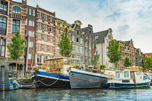 Keuken foto achterwand Amsterdam Amsterdam, the Netherlands, September 5, 2017 :typical dutch houses and houseboats. Amsterdam, Holland, Netherlands