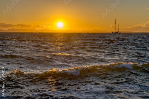 Foto op Canvas Zee zonsondergang Sailing yacht and sunset in the sea. La Manga. Spain.