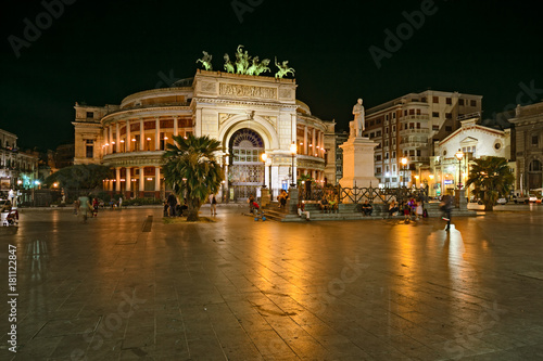 In de dag Palermo in a warm summer evening, tourists in Politeama Square in the center of Palermo, Sicily.