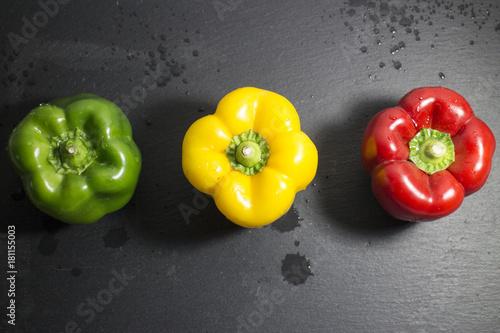 Plexiglas Hot chili peppers Tre peperoni colorati
