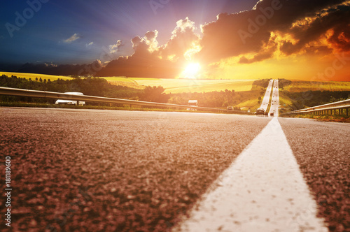 Poster Chicago A countryside road with cars against a night sky with clouds and sunset