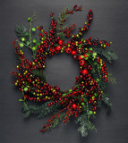 Christmas tree banches and red berries background - 181212831