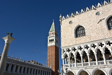 Il campanile e il palazzo Ducale a piazza San Marco,simboli di Venezia
