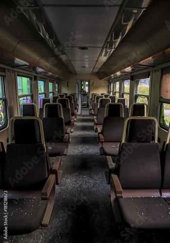 Fotobehang Spoorlijn Treno abbandonato.
