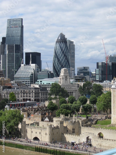 In de dag London Detail of landmark architecture of London, England.