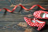 Czerwone buty w kropki do tańca flamenco - 181252452