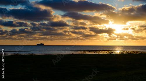 Aluminium Noordzee Schiff am Horizont mit Wolken