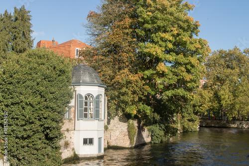 Fotobehang Brugge Canaux de Bruges à l'automne