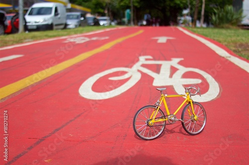 Żółty rower