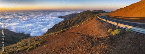 Foto op Plexiglas Lavendel rocks on the Teide volcano in the light of the rising sun