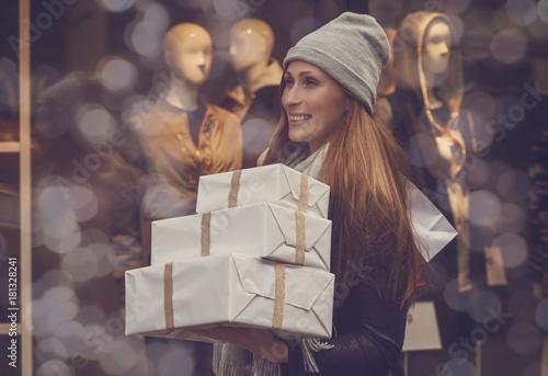 Foto Murales Frau beim Einkaufen