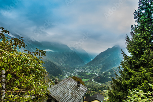 Tuinposter Blauw A beautiful view to the mountains