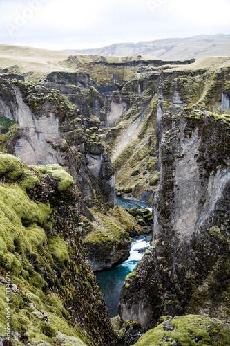 Staande foto Grijze traf. fjaðrárgljúfur