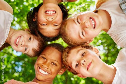 Foto Murales Kinder als internationales Team
