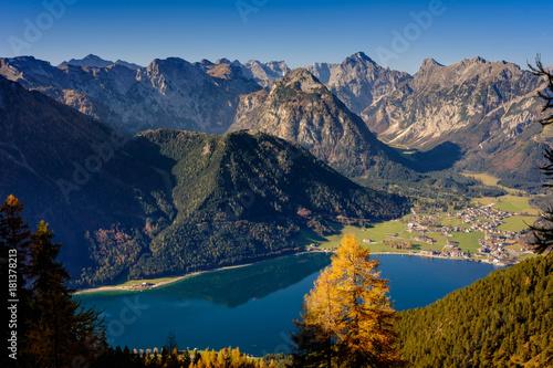 Deurstickers Bergen Alpenpanorama mit See