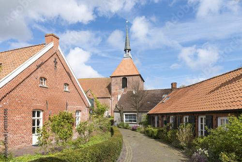 Foto op Plexiglas Noordzee Deutschland, Niedersachsen, Ostfriesland, Krummhörn, Warftendorf Rysum.