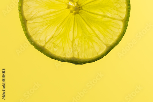 Lime slice, macro - 181401833