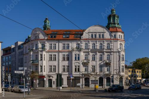 """Prachtvolle Bürgerarchitektur: Denkmalgeschütztes Haus """"Freiheit 1"""" in Berlin-Kö Poster"""