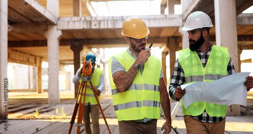 Fridge magnet Architect consult engineer on construction site