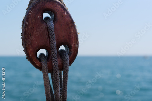 Keuken foto achterwand Schip Ship rope on the background of the sea