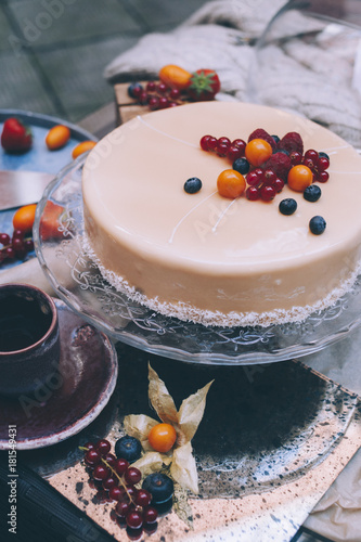 yogurt cake with fruits