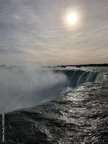 Incredibile vista delle cascate del Niagara all'alba, Ontario, Canada - 181551883