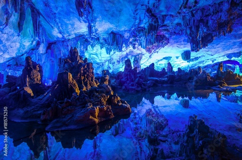 In de dag Guilin Reed Flute Cave Reflection