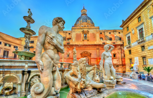 Foto op Aluminium Palermo Fontana Pretorian with nude statues in Palermo, Italy