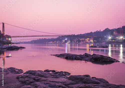 Foto op Aluminium Zee zonsondergang View of River Ganges and Ram Jhula bridge after sunset. Rishikesh. India