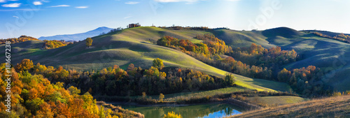 Deurstickers Toscane Idyllic rural landscapes and rolling hills of Tuscany in autumn colors. Italy