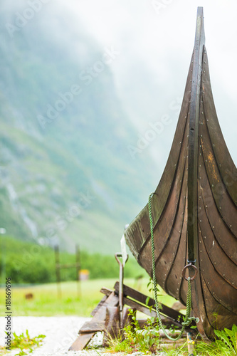 Papiers peints Navire Part of old wooden viking boat in norwegian nature