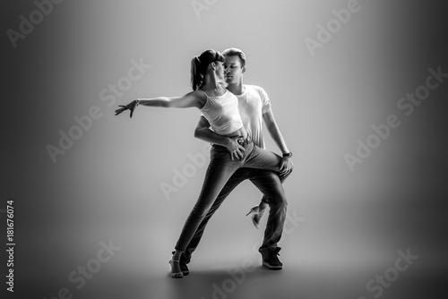 Fototapeta couple dancing social danse