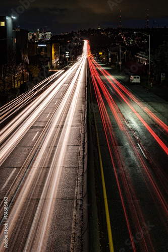Keuken foto achterwand Nacht snelweg Light trails lead down the highway to the Seattle city skyline at night