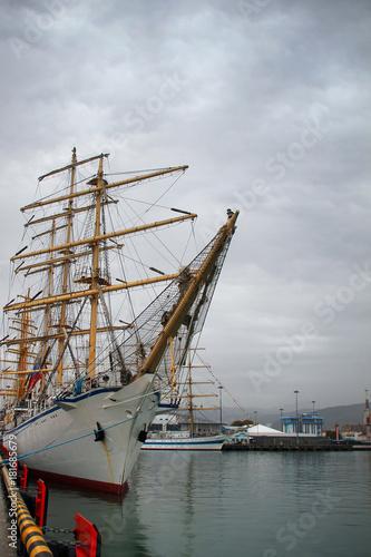Fotobehang Schip Sailboat in port
