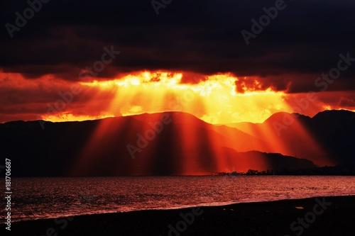 Foto op Canvas Zwart 夕日と山のシルエット