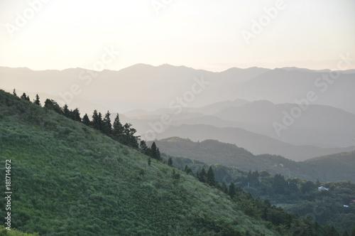 山脈 日の出 日の入り 夕陽  Poster