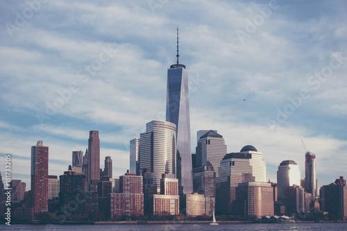 蓝色天空大城市 Poster