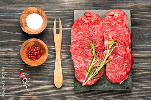 Papiers peints Steakhouse Raw steaks Ribeye