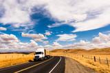 Landschaft USA Westen mit weißem Truck