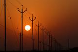 Lever de soleil sur les lignes électriques - 181794816