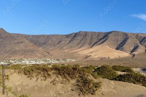 Deurstickers Canarische Eilanden landscape at Playa de Famara, Lanzarote, Canary islands, Spain