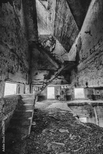 Foto op Canvas Oude verlaten gebouwen opuszczona fabryka