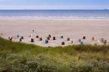Strandkörbe auf der Insel Juist in Deutschland - 181835057