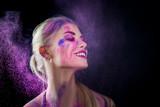 Buntes Make-up - Frau - Gesicht - Holi - Farben - kreativ - Pulver - 181894460