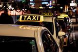Taxen in einer Großstadt - 181958661