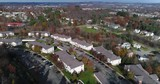 Daytime forward aerial establishing shot of a typical Western Pennsylvania apartment building complex. Pittsburgh suburbs.   - 181981667
