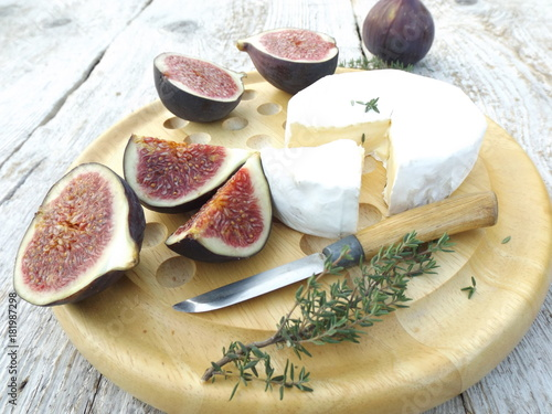 Fototapeta Cheeseboard. Brie cheese and ripe figs