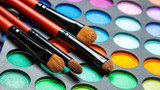 Professional makeup brushes and eyeshadow palette - 181987666