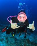 Young woman scuba diving - 182003806